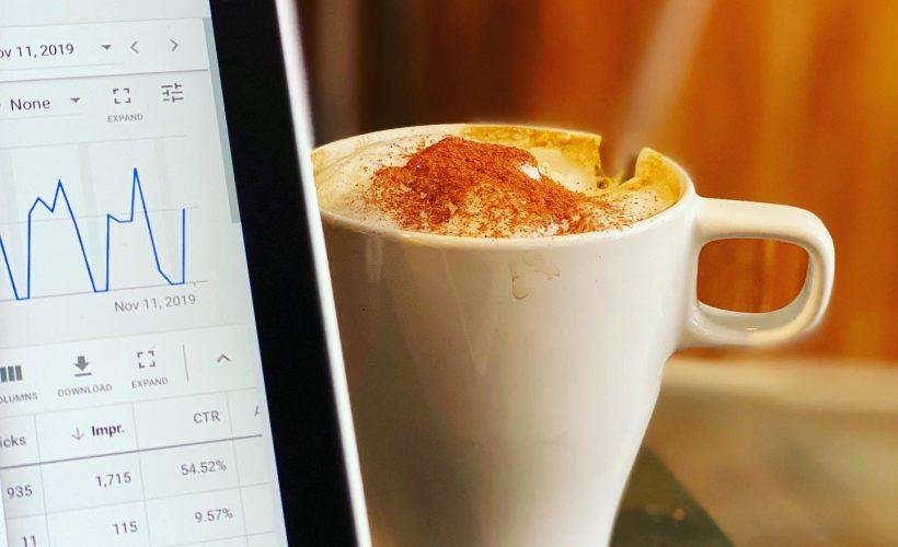 analyse du référencement payant google avec un café